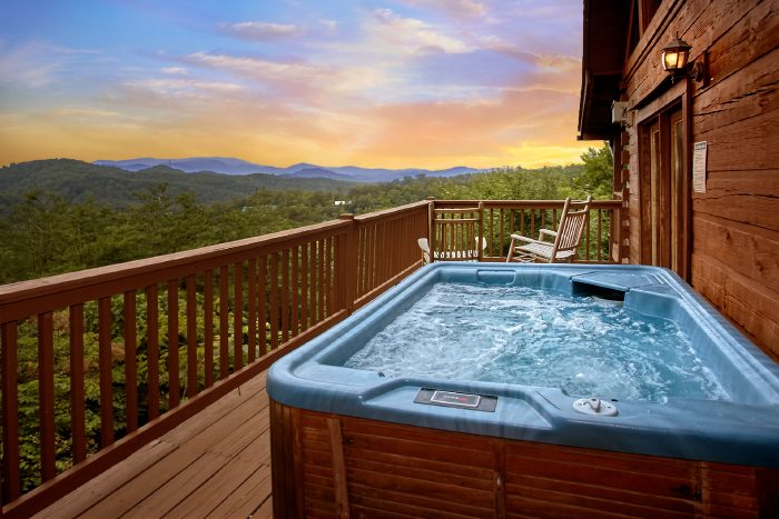 Cabin with Mountain Views and Hot Tub - Eagle's Crest