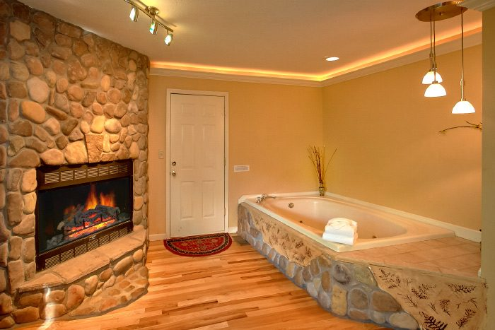 1 Bedroom Cabin with Fireplace and Jacuzzi - Eastern Retreat