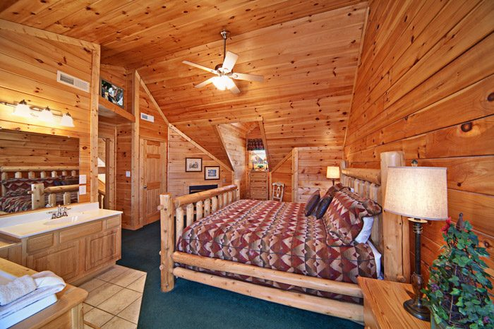Cabin with King Bedroom - Easy Livin