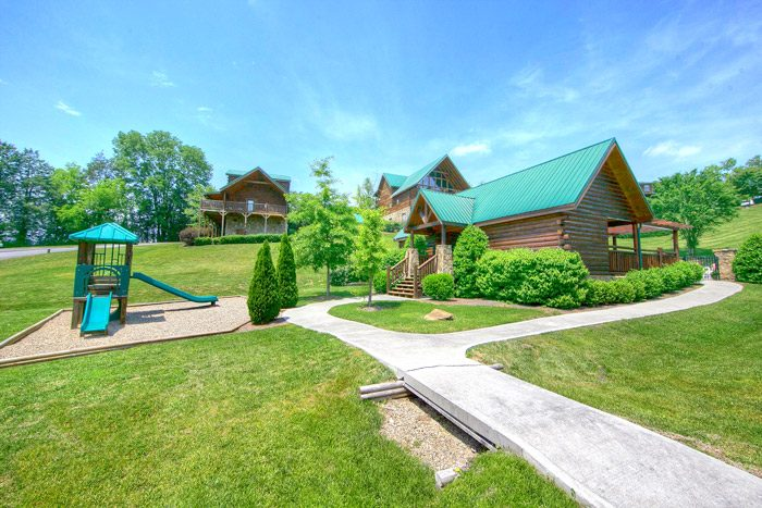 Cabin with resort playground and pool - Easy Livin