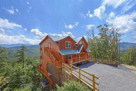 Shoot the Moon: 5 Bedroom Pigeon Forge Cabin Rental
