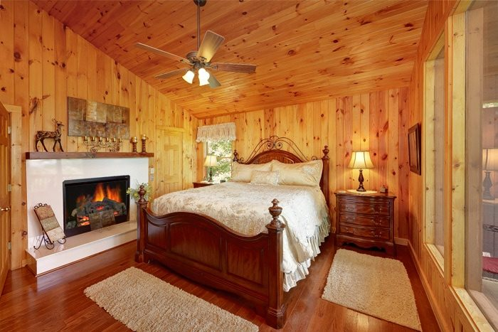 Honeymoon Cabin with King Bed and Fireplace - Enchanted Evenings