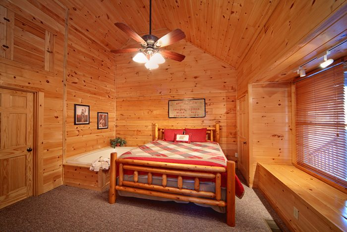 1 Bedroom Cabin with a King Master Suite - Falling Rock