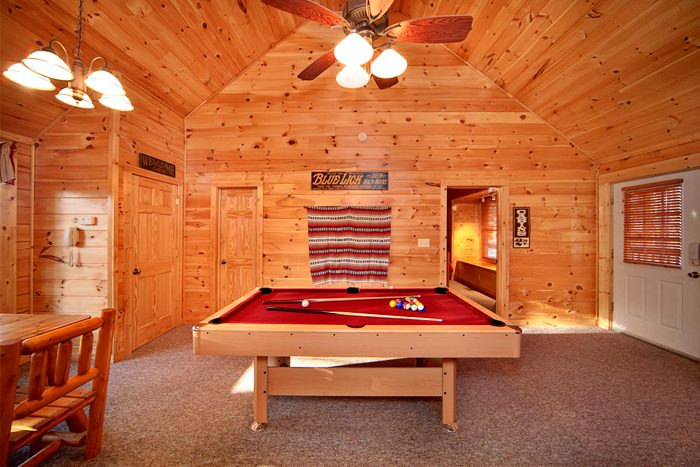 Spacious Cabin Rental with a Pool Table - Falling Rock