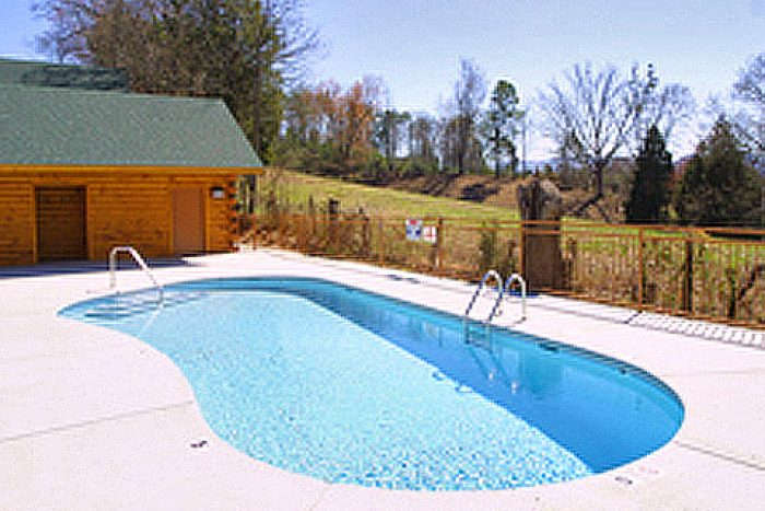 Cabin Rental with Access to a Seasonal Pool - Falling Rock