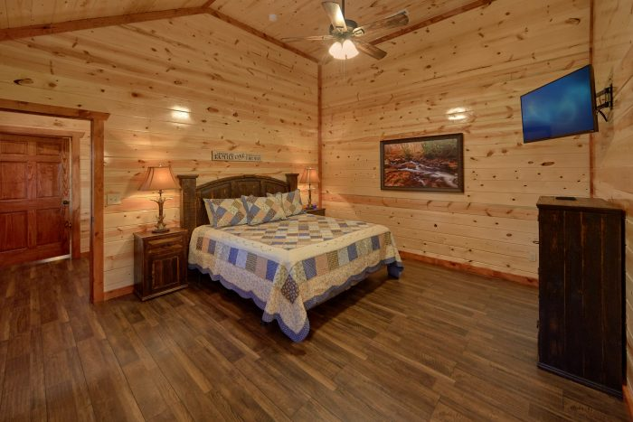 Main Floor Master Bedroom 6 Bedroom Cabin - Family Fun Pool Lodge 1