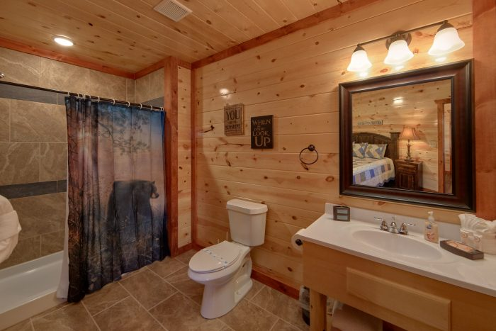 6 Full Size Bath Rooms 6 Bedroom Cabin - Family Fun Pool Lodge 1