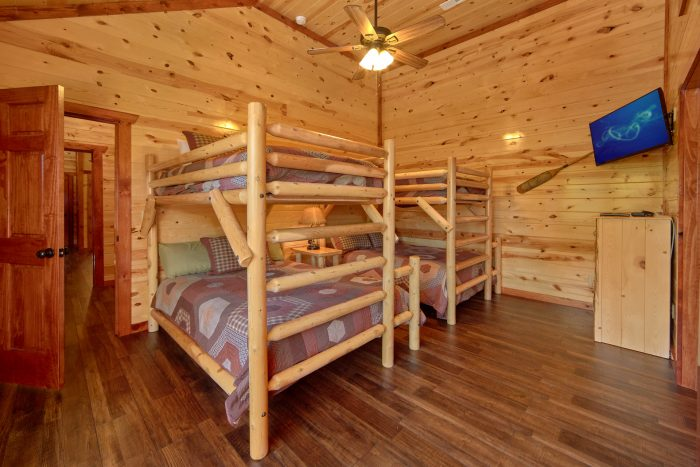 Large 6 Bedroom Cabin Sleeps 14 with Kids Room - Family Fun Pool Lodge 1