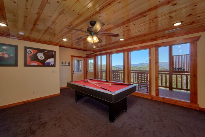 Large Game Room Pool Table & Arcade - Family Fun Pool Lodge 1