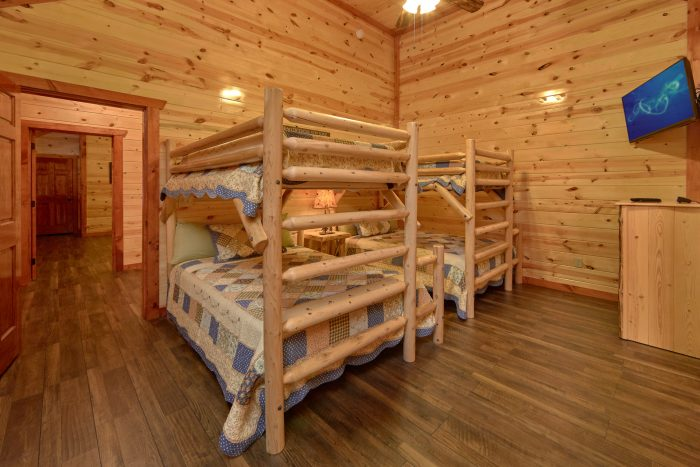 Beautiful 6 Bedroom Cabin with Bunk Beds - Family Fun Pool Lodge 2