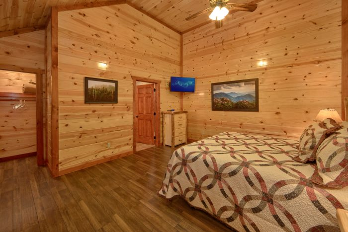Comfortable 6 Bedroom Cabin with 5 Master Suites - Family Fun Pool Lodge 2