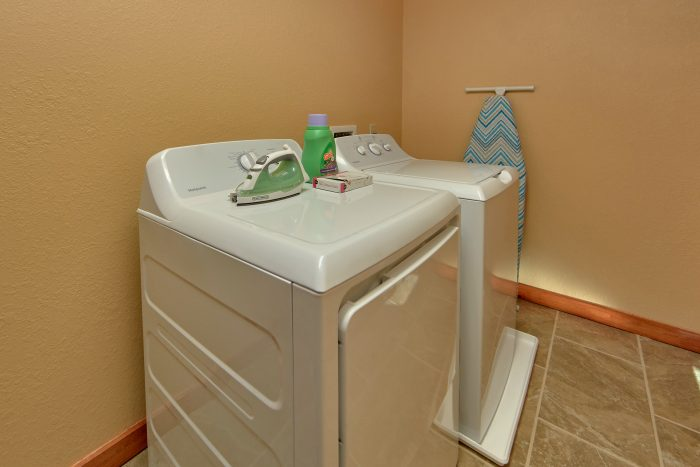 Full Size Washer & Dryer 6 Bedroom Cabin - Family Fun Pool Lodge 2