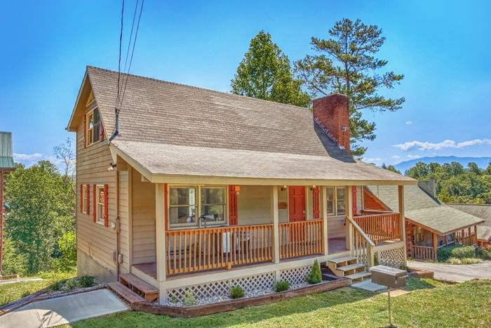 3 Bedroom Pigeon Forge Cabin with Flat Parking - Family Getaway