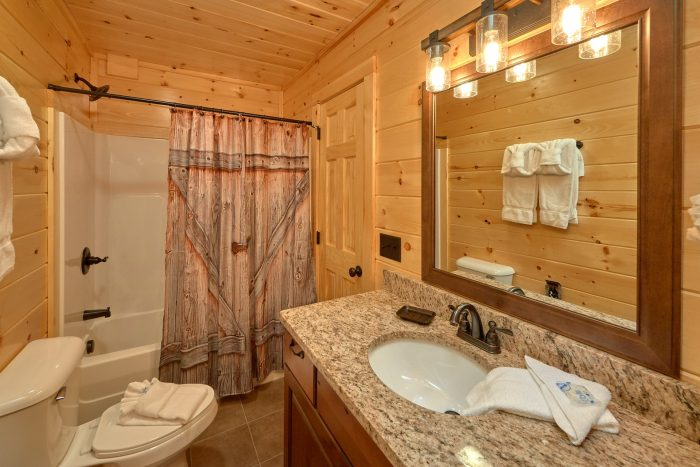 Premium 2 Bedroom Cabin with 2 King Beds - Fifty Mile View