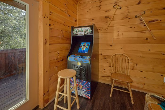 4 bedroom cabin with resort pool and patio - Fishin Hole
