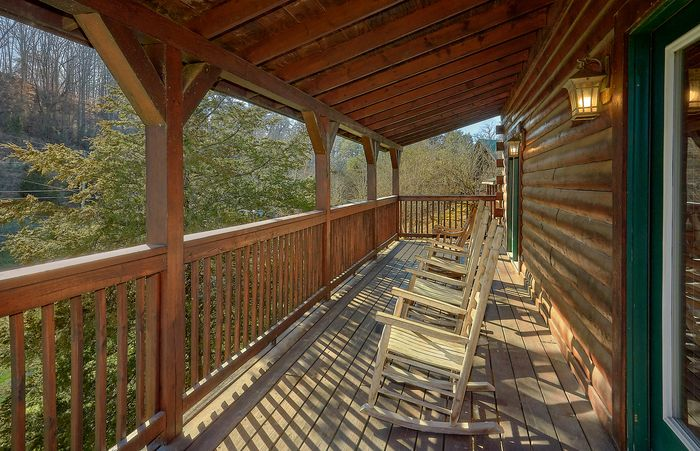 Pigeon forge large cabin with pool access for Pigeon forge large cabin rentals