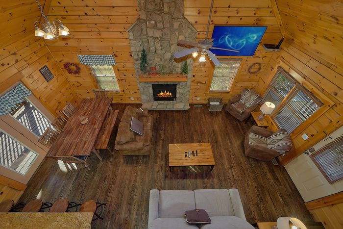 Luxurious King Bedroom with Fireplace - Fishin Hole