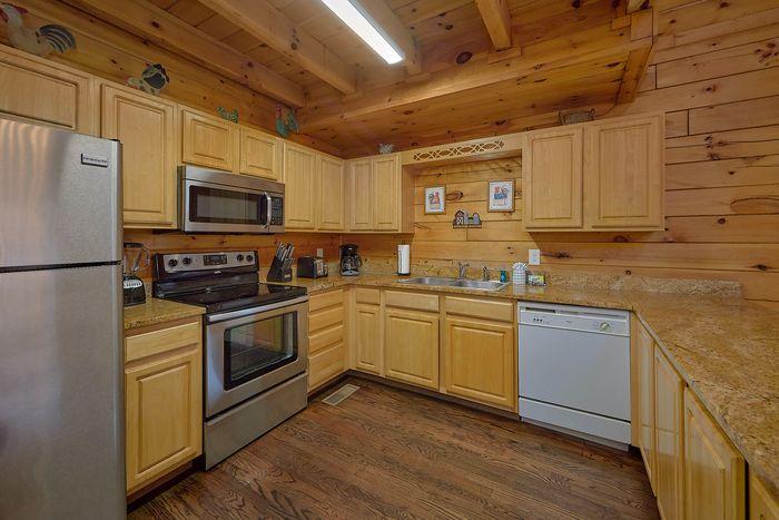 4 Bedroom Cabin Located Near the Parkway - Fishin Hole
