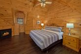 Luxurious 4 Bedroom Cabin with 2 Queen Beds