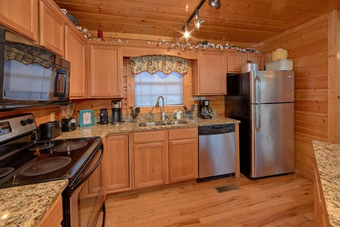 4 bedroom cabin with Family Size kitchen - Fleur De Lis