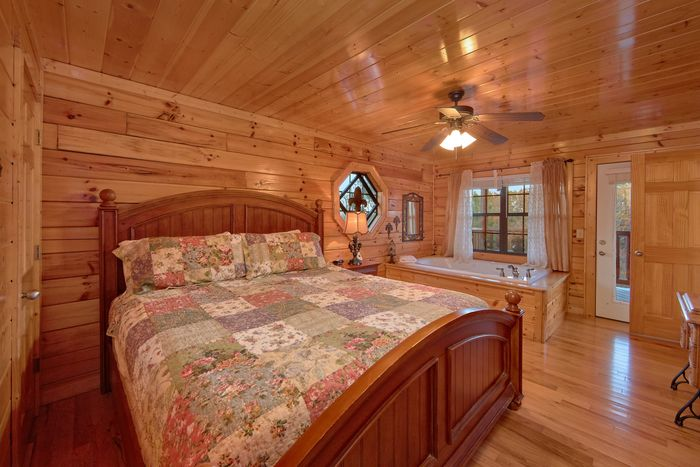 Spacious Master Bedroom with King Bed - Fleur De Lis