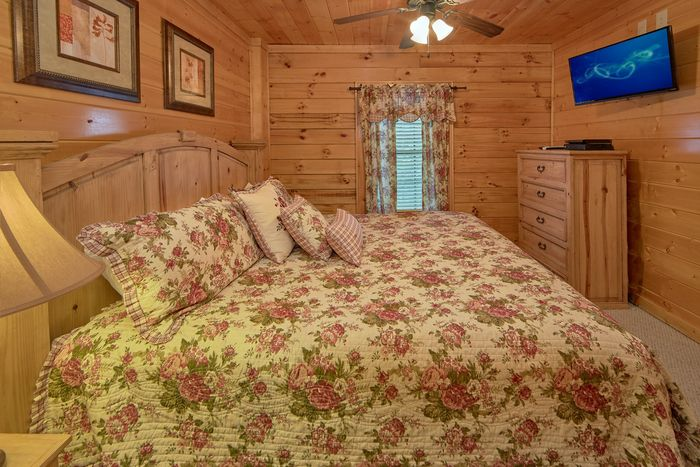 Premium cabin with 4 Master bedrooms - Fleur De Lis