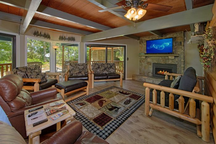 3 Bedroom Cabin with Fireplace in Living Room - Forever Country