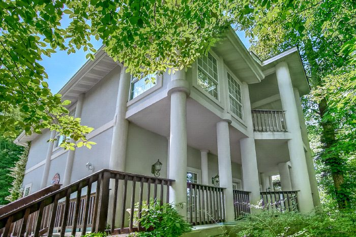 6 Bedroom Gatlinburg Rental with Theater - Gatlinburg Movie Mansion