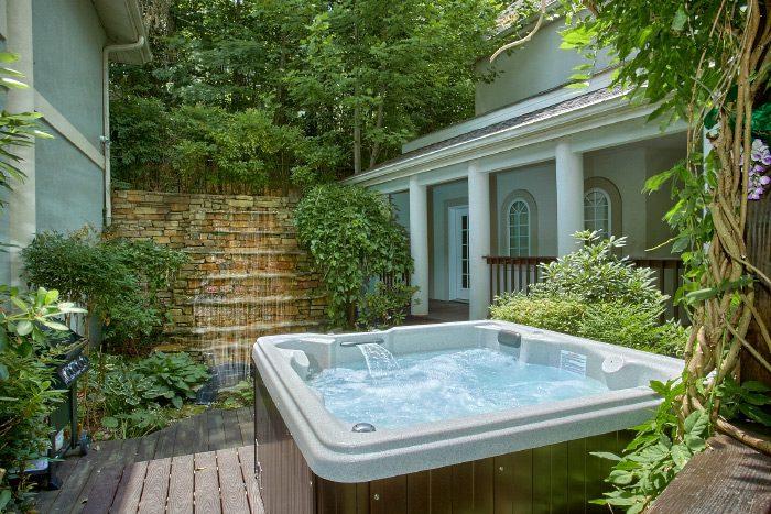 Gatlinburg Cabin with Private Hot Tub & Fountain - Gatlinburg Movie Mansion
