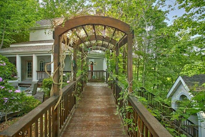 Cabin with Flower Covered Walkway and Theater - Gatlinburg Movie Mansion