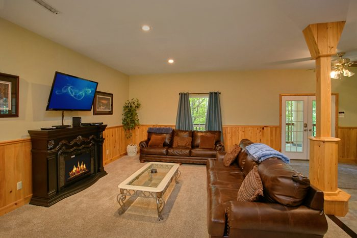 6 Bedroom Cabin with Family Room and Fireplace - Gatlinburg Movie Mansion
