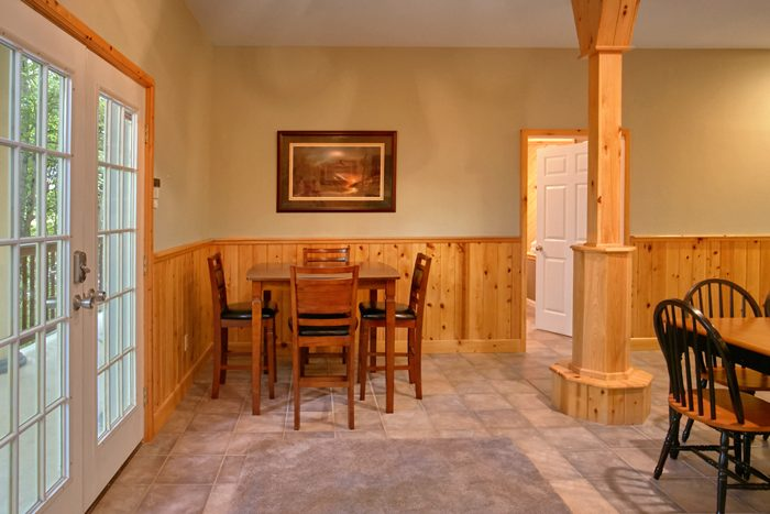 Cabin with Dining Seating for 14 people - Gatlinburg Movie Mansion
