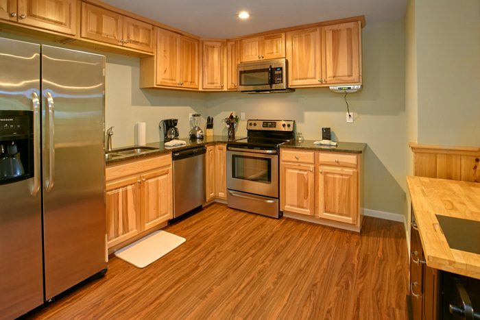 6 Bedroom Cabin with Fully Stocked Kitchen - Gatlinburg Movie Mansion