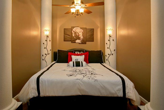 Luxurious King Bedroom in 6 Bedroom Cabin - Gatlinburg Movie Mansion