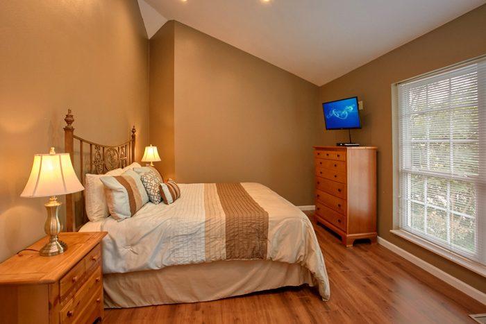 6 Bedroom Cabin with 4 King Bedrooms - Gatlinburg Movie Mansion