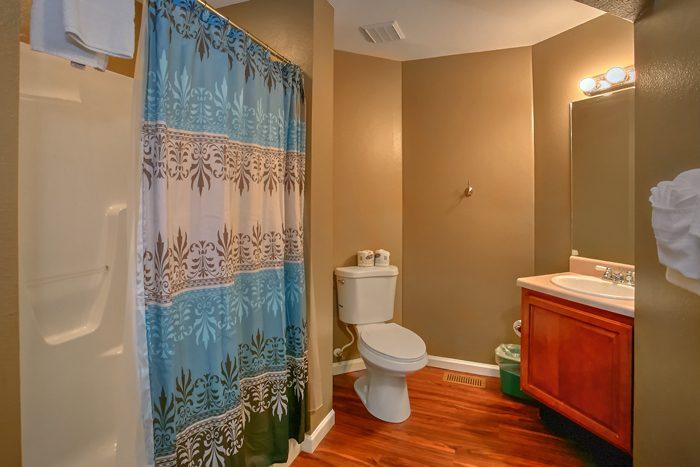 6 Bedroom Cabin with 4 and half baths - Gatlinburg Movie Mansion