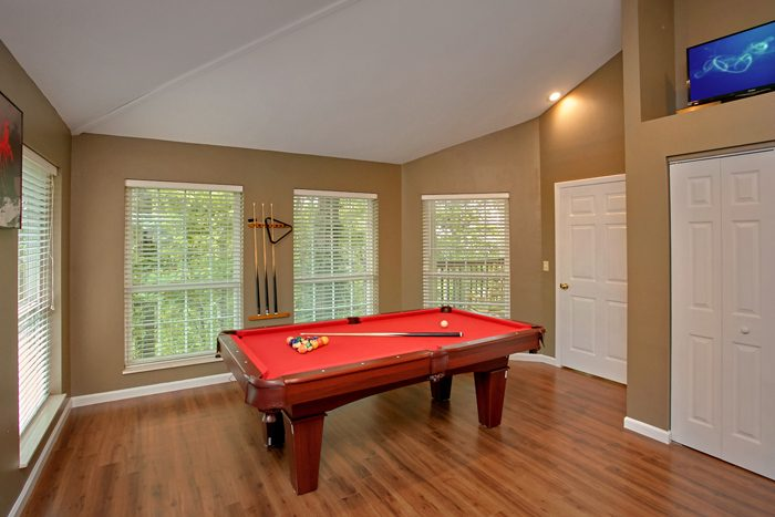 6 Bedroom Cabin with Game Room and Pool Table - Gatlinburg Movie Mansion