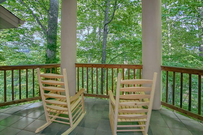 Gatlinburg Cabin with Private Balcony - Gatlinburg Movie Mansion