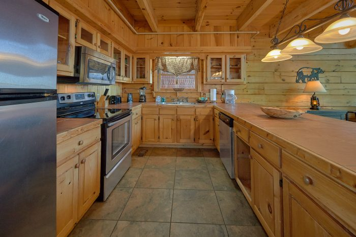 Beautiful 3 Bedroom Cabin sleeps 8 in Gatlinburg - Gatlinburg Splash