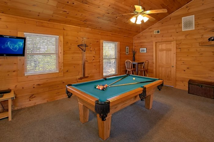 Gatlinburg 3 Bedroom Sleeps 10 with Pool Table - Gatlinburg Views