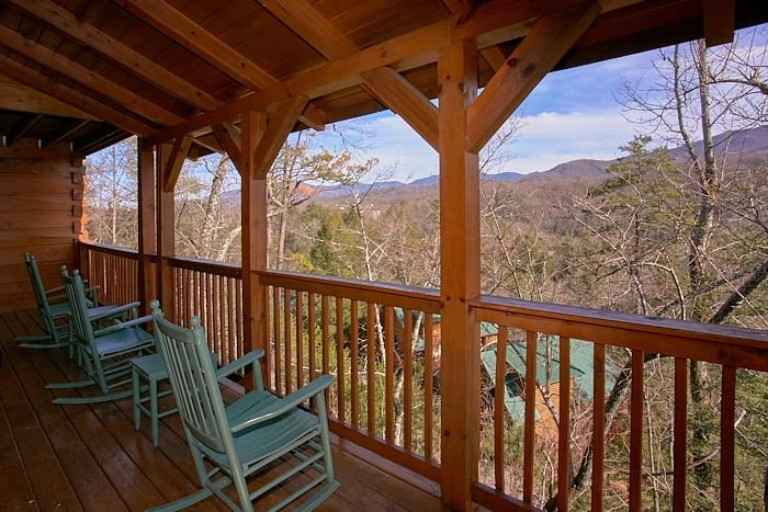 Gatlinburg Views | Luxury Cabin Sleeps 12 | Cabins USA