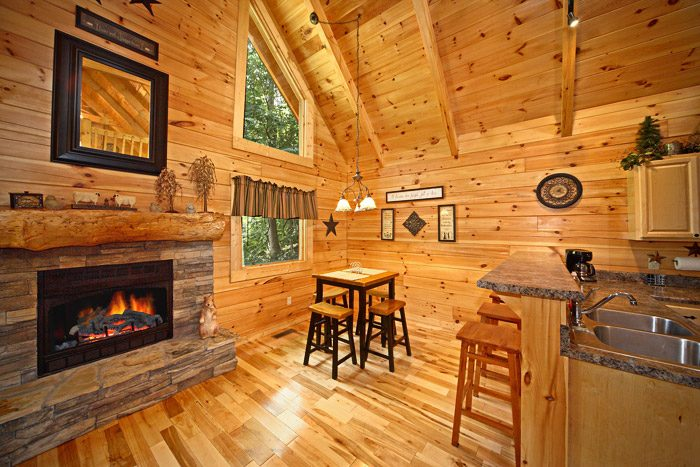 Cabin with Fireplace in Living Room - Get-n-Lucky