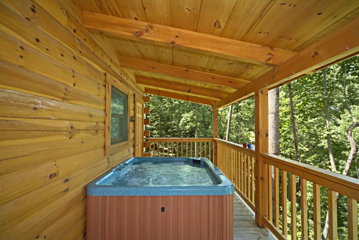 Honey Moon Cabin with Private Outdoor Hot Tub - Get-n-Lucky