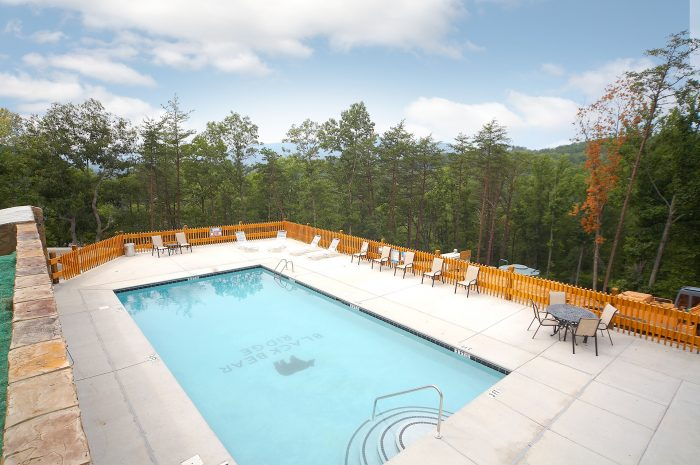 Cabin with Outdoor Resort Swimming Pool Access - Grand Theater Lodge