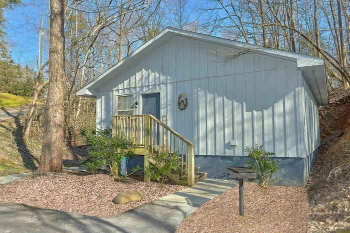 1 Bedroom Cabin with Charcoal Grill - Gray's Place