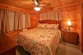 Cabin with 8 king beds and 2 sleeper sofas