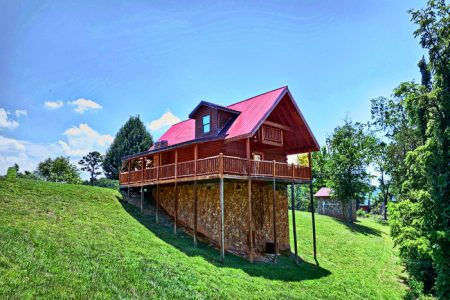 Close To Heaven: 2 Bedroom Pigeon Forge Cabin Rental