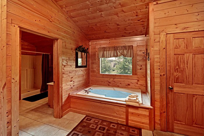 King Bedroom with Jacuzzi Tub - Great Escape