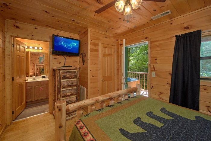 2 Bedroom Cabin with 2 Private Bedrooms - Grin N Bear It