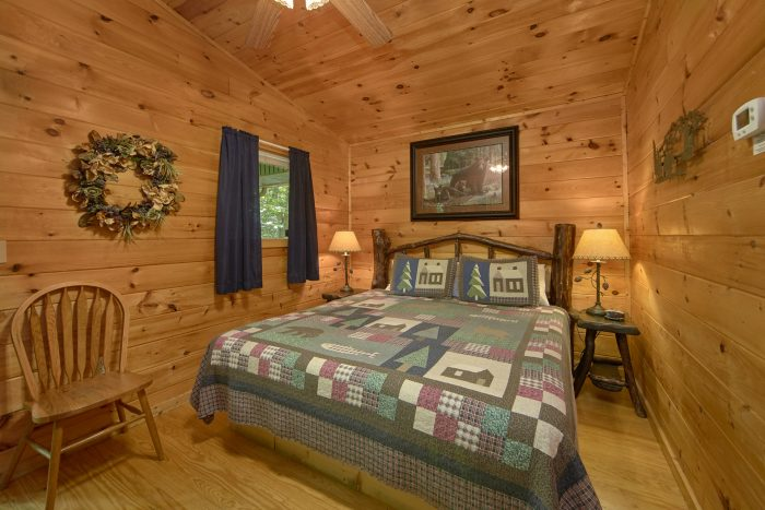 2 Bedroom Cabin with a King Bed - Grin N Bear It
